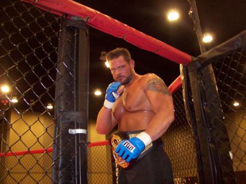 """Top 10 """"quái vật"""" trên võ đài UFC - 10"""