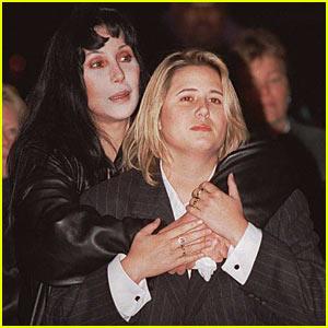Diva Cher ủng hộ con gái chuyển giới - 3