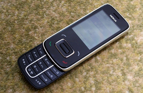 "8208: Dế ""lạ"" của Nokia - 5"