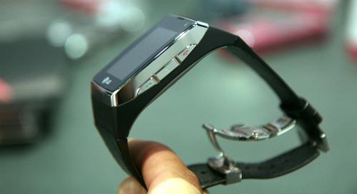 Đồng hồ điện thoại cảm ứng 3G đầu tiên trên thế giới - 5