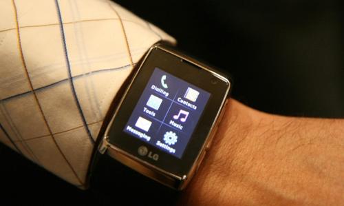 Đồng hồ điện thoại cảm ứng 3G đầu tiên trên thế giới - 3