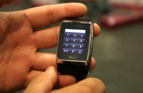 Đồng hồ điện thoại cảm ứng 3G đầu tiên trên thế giới - 1