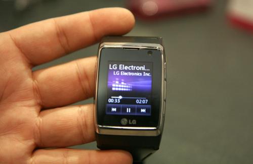 Đồng hồ điện thoại cảm ứng 3G đầu tiên trên thế giới - 2