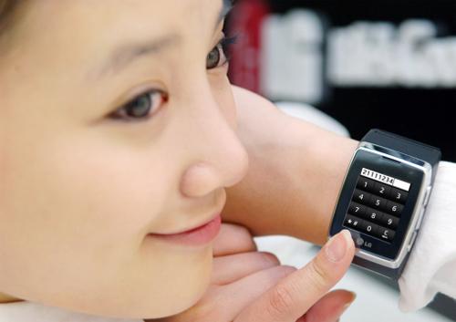 Đồng hồ điện thoại cảm ứng 3G đầu tiên trên thế giới - 9