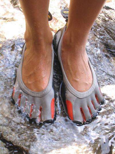 """Giày thể thao… """"năm ngón"""" - 6"""