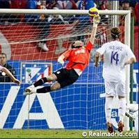 Những pha cứu thua ngoạn mục của Iker Casillas