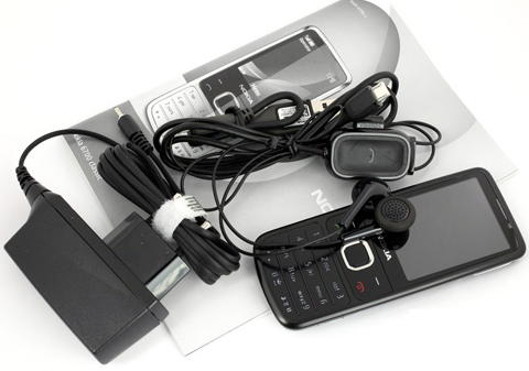 Mở hộp 'đàn em' của Nokia 6300 - 2
