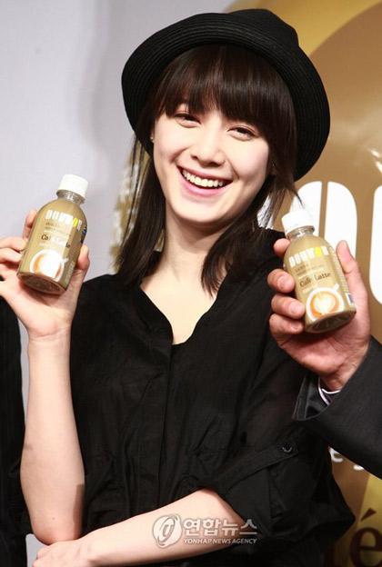 Goo Hye Sun xinh tươi đi bán... cà phê - 1