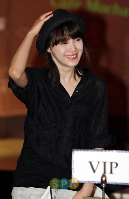 Goo Hye Sun xinh tươi đi bán... cà phê - 4
