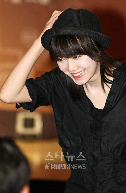 Goo Hye Sun xinh tươi đi bán... cà phê - 6