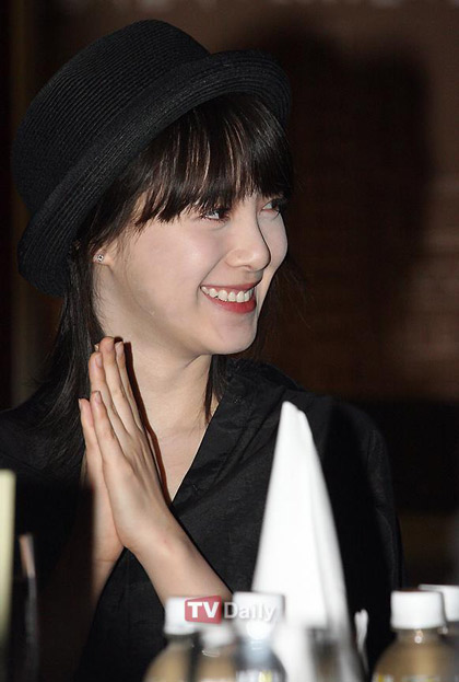 Goo Hye Sun xinh tươi đi bán... cà phê - 10