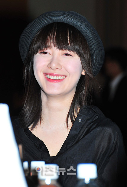 Goo Hye Sun xinh tươi đi bán... cà phê - 11