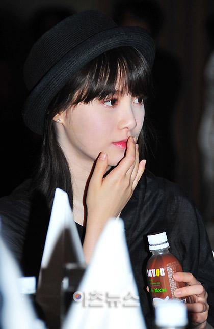 Goo Hye Sun xinh tươi đi bán... cà phê - 13