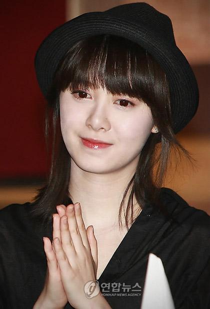 Goo Hye Sun xinh tươi đi bán... cà phê - 14
