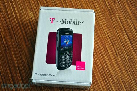 'Đập hộp' BlackBerry Curve mới nhất - 1