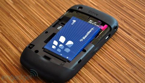 'Đập hộp' BlackBerry Curve mới nhất - 7