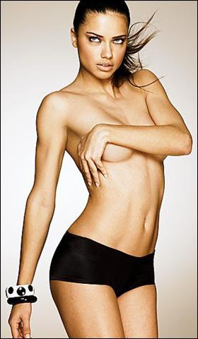 Ngắm siêu mẫu Adriana Lima khêu gợi với nội y - 1
