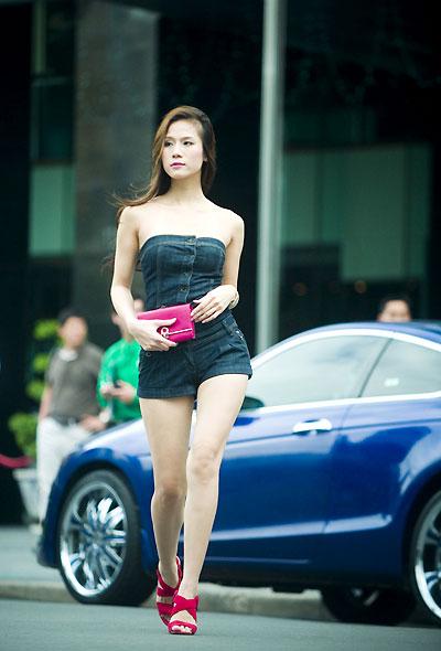 Thái Hà gợi cảm với 'đồ bay' - 4