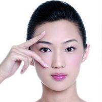 4 động tác làm giảm nếp nhăn ở quanh mắt