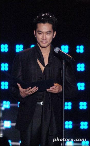 """""""Lột xác"""" thành công của Song Seung Heon - 9"""