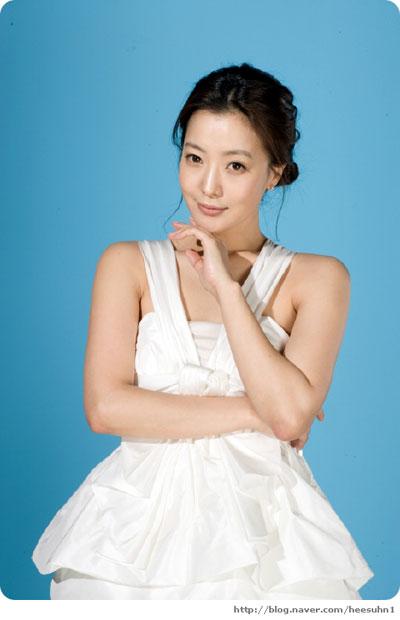 """Kim Hee Sun: """"Gái một con trông mòn con mắt"""" - 4"""