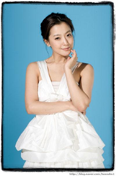 """Kim Hee Sun: """"Gái một con trông mòn con mắt"""" - 5"""