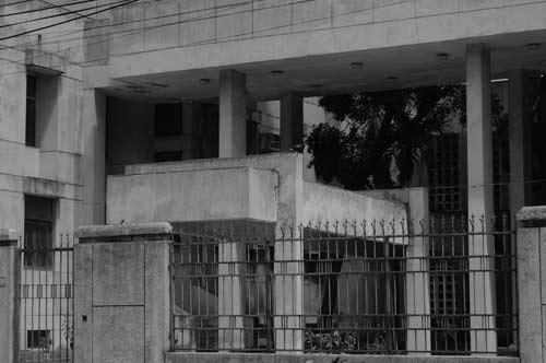 """Hé lộ bí ẩn """"Ngôi nhà ma"""" ở Kim Mã - 1"""