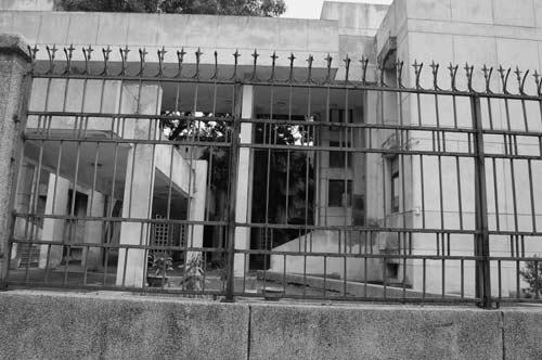 """Hé lộ bí ẩn """"Ngôi nhà ma"""" ở Kim Mã - 2"""