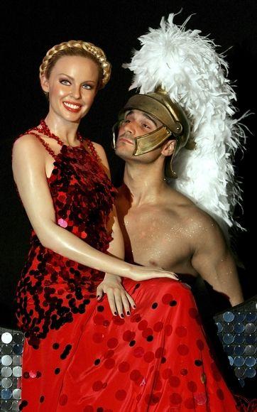 """Kylie Minogue: Nghệ sĩ đa tài """"trẻ mãi không già"""" - 8"""