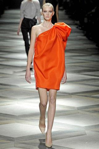 Clip: 5 phút để may váy 'siêu mốt' - 12