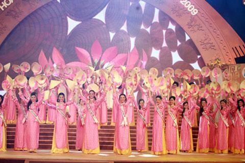 Hoàng Thị Yến bất ngờ đăng quang Hoa hậu quý bà - 2