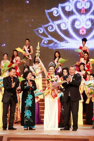 Hoàng Thị Yến bất ngờ đăng quang Hoa hậu quý bà - 9