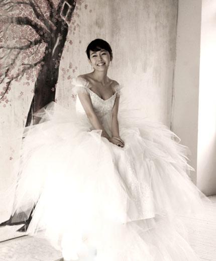 Quyến rũ hơn nhờ váy cưới Hàn Quốc - 5
