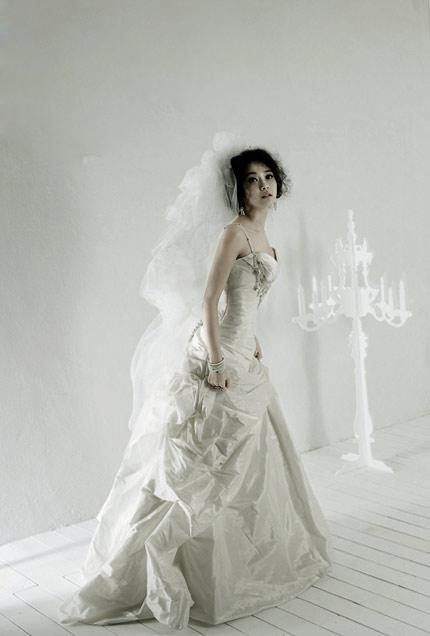 Quyến rũ hơn nhờ váy cưới Hàn Quốc - 9