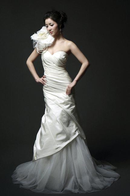 Quyến rũ hơn nhờ váy cưới Hàn Quốc - 10