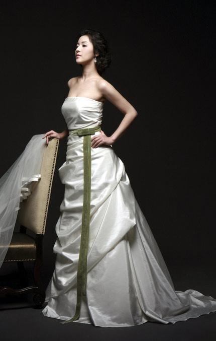 Quyến rũ hơn nhờ váy cưới Hàn Quốc - 12
