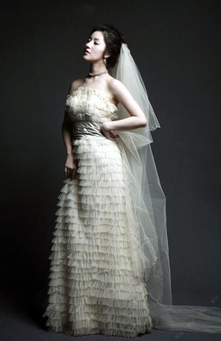 Quyến rũ hơn nhờ váy cưới Hàn Quốc - 13