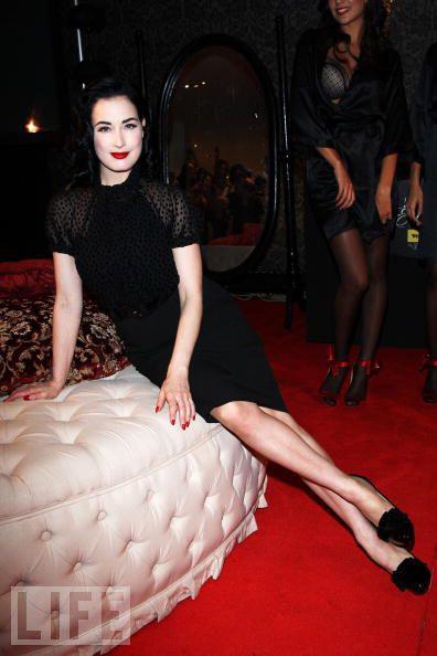 """Vũ nữ thoát y """"SEXY"""" với váy đen - 11"""