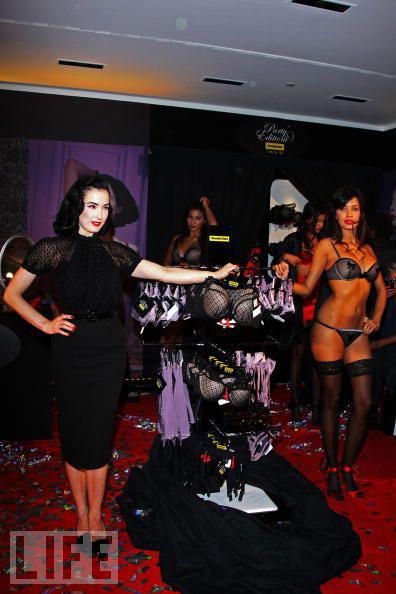 """Vũ nữ thoát y """"SEXY"""" với váy đen - 12"""