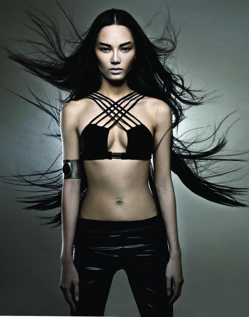 Siêu mẫu Bảo Hòa xuất hiện trên Elle Mỹ - 4