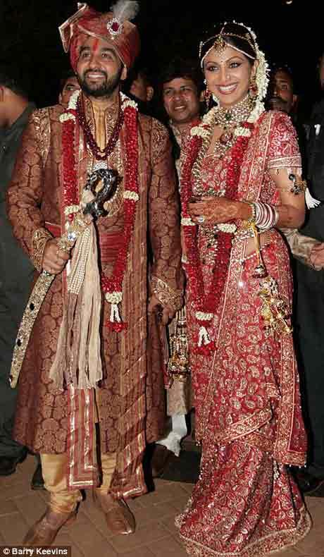 Đám cưới xa hoa của sao Ấn - 1