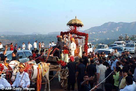 Đám cưới xa hoa của sao Ấn - 4