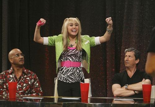 """Miley Cyrus: Tuổi 17 đầy """"chất"""" người lớn - 1"""