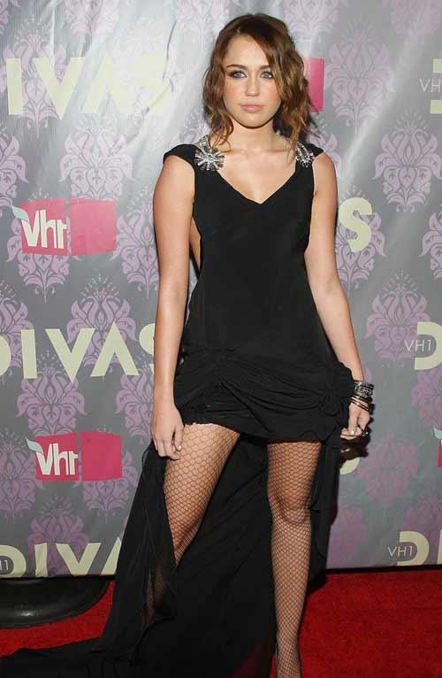 """Miley Cyrus: Tuổi 17 đầy """"chất"""" người lớn - 2"""