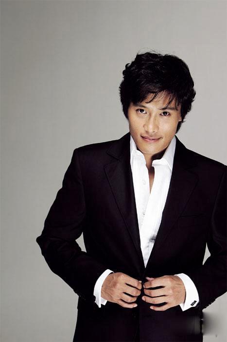 Lee Byung Hun: nghệ sĩ phong cách nhất 2009! - 1