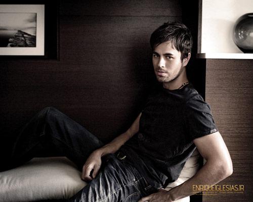 """Chạm vào Enrique Iglesias là… """"chết"""" - 7"""