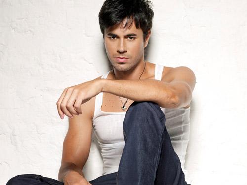 """Chạm vào Enrique Iglesias là… """"chết"""" - 2"""