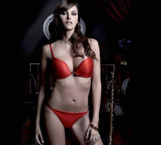 Cựu hoa hậu Tây Ban Nha lại NÓNG! - 1
