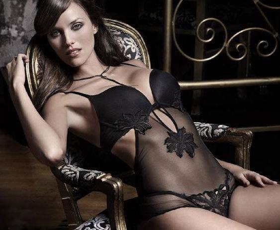 Cựu hoa hậu Tây Ban Nha lại NÓNG! - 10