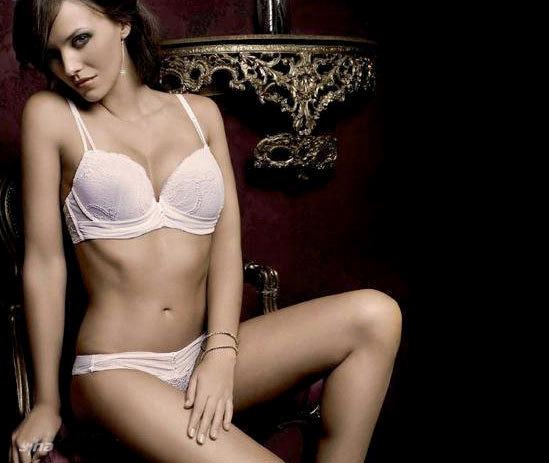 Cựu hoa hậu Tây Ban Nha lại NÓNG! - 4